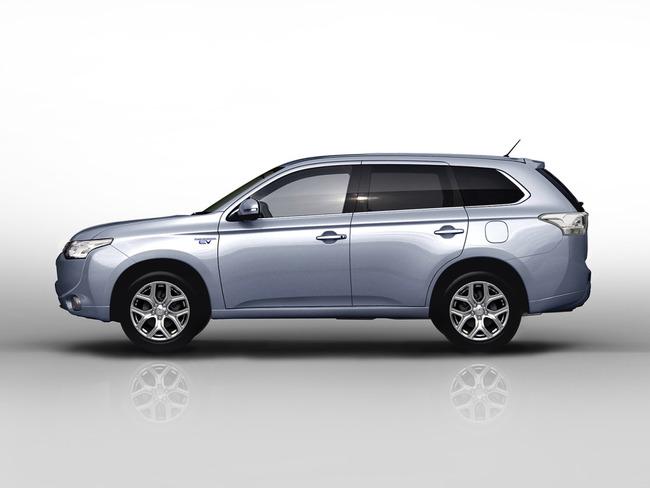 Mitsubishi Outlander PHEV 2013 03
