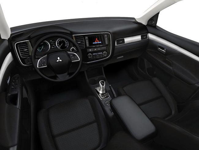 Mitsubishi Outlander PHEV 2013 13