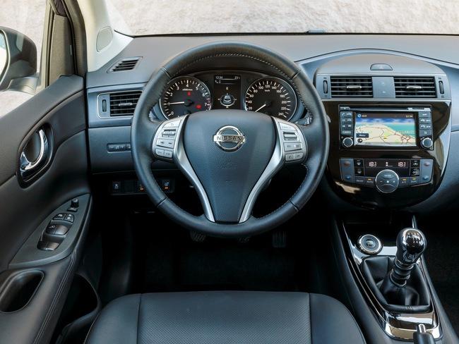 Nissan Pulsar 2014 interior 03