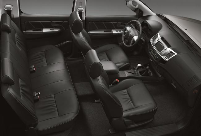 Toyota Hilux 2014 interior 02