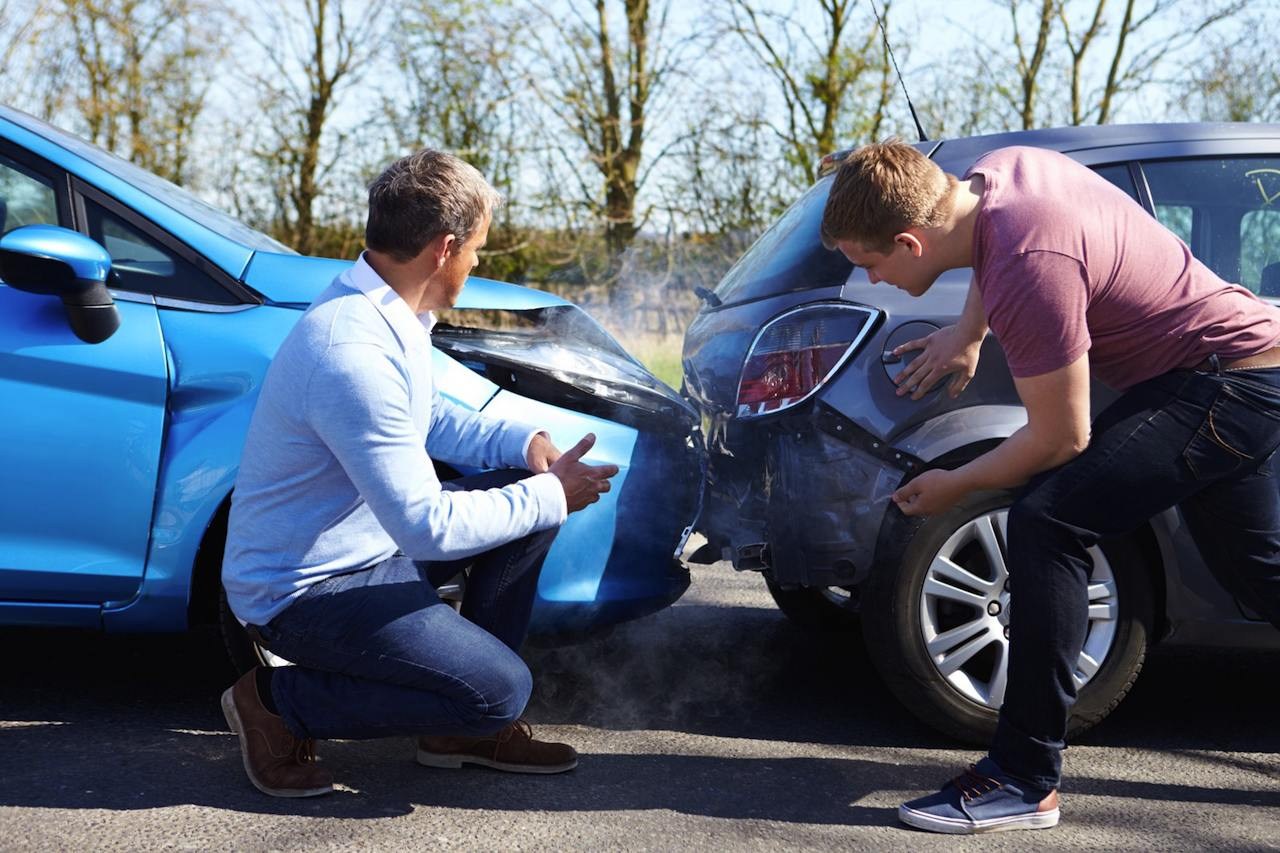 accidente coche trasera parte amistoso