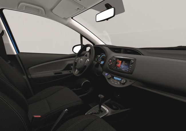Toyota Yaris 2014 interior 02