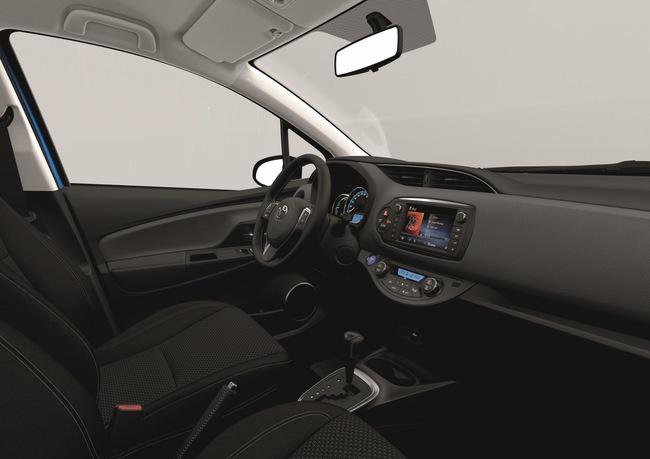 Toyota Yaris 2014 interior 02