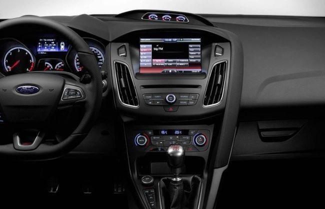 Ford Focus ST 2014 interior 01