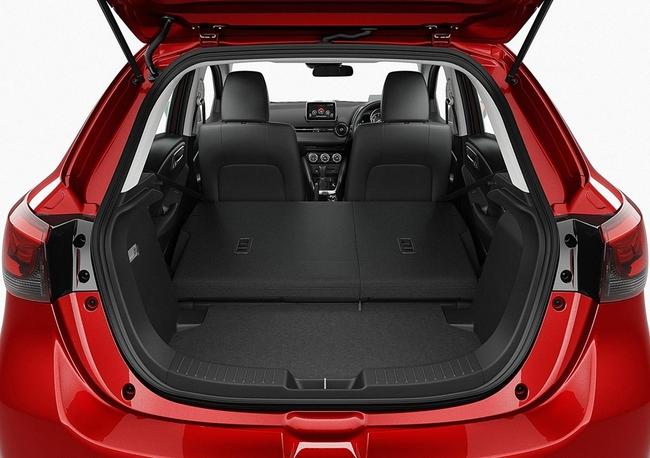 Mazda 2 2015 maletero