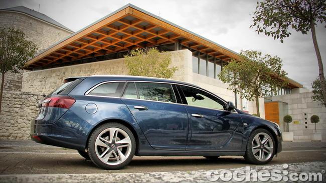 Opel_Insignia_Sports_Tourer_ecoFLEX_02