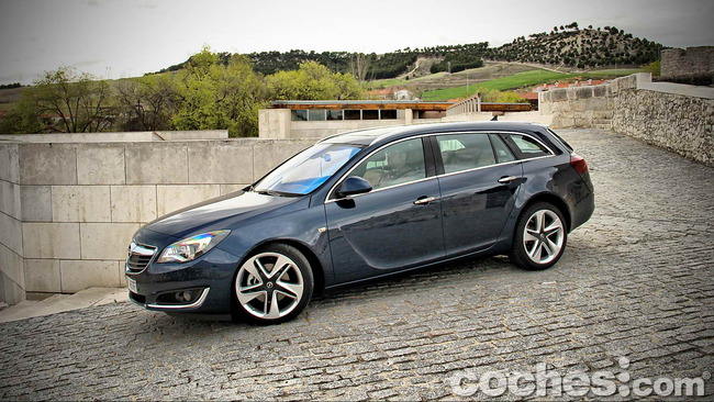 Opel_Insignia_Sports_Tourer_ecoFLEX_03