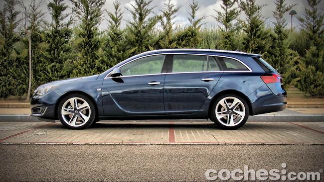 Opel_Insignia_Sports_Tourer_ecoFLEX_08