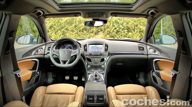 Opel_Insignia_Sports_Tourer_ecoFLEX_10