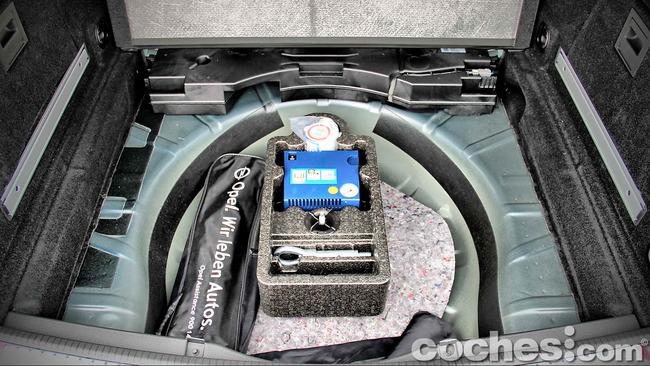 Opel_Insignia_Sports_Tourer_ecoFLEX_17