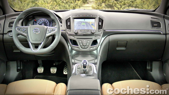 Opel_Insignia_Sports_Tourer_ecoFLEX_23