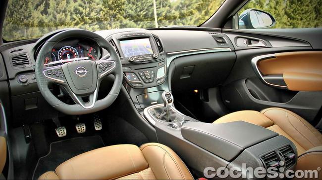 Opel_Insignia_Sports_Tourer_ecoFLEX_24