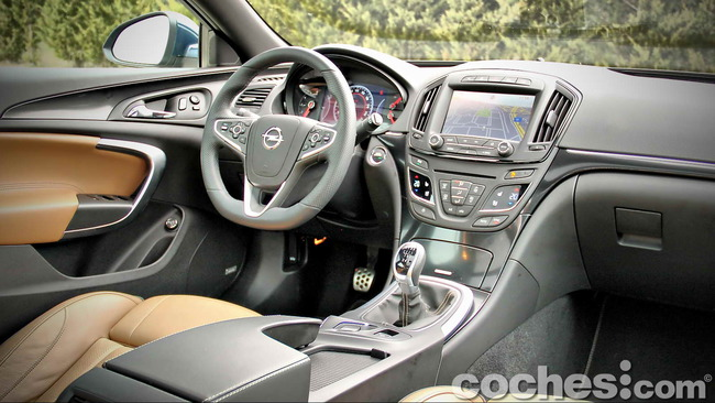 Opel_Insignia_Sports_Tourer_ecoFLEX_25
