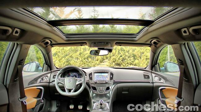 Opel_Insignia_Sports_Tourer_ecoFLEX_32