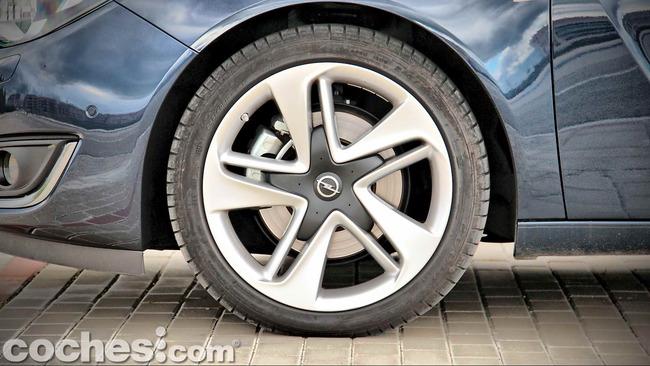 Opel_Insignia_Sports_Tourer_ecoFLEX_38