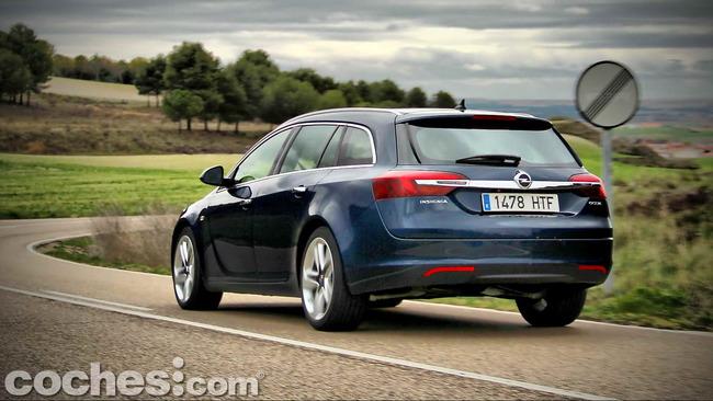 Opel_Insignia_Sports_Tourer_ecoFLEX_70
