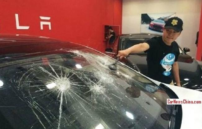 Tesla Model S destrozo China 02