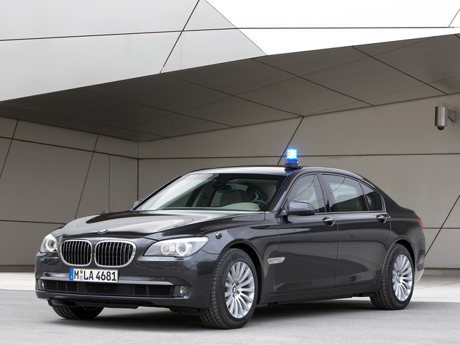 bmw_7-high-security-2010_r23