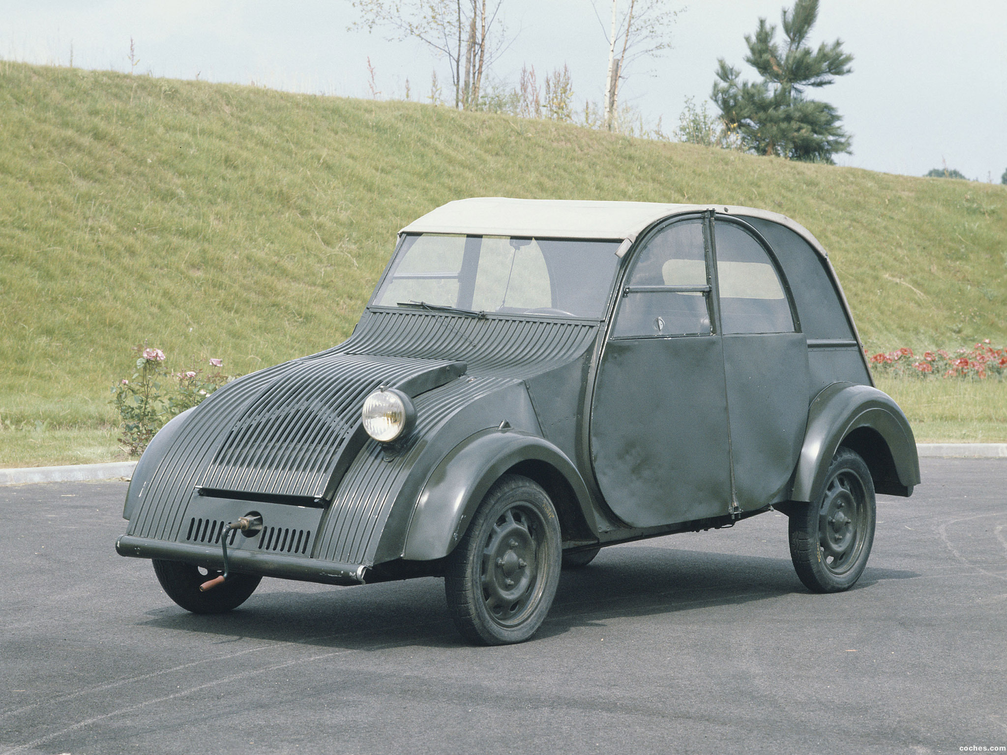 fotos de citroen 2cv prototype 1941. Black Bedroom Furniture Sets. Home Design Ideas
