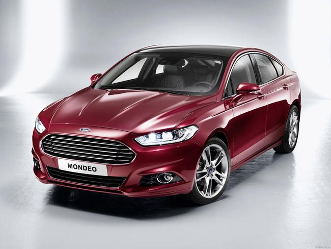 ford_mondeo-hatchback-2013_r4