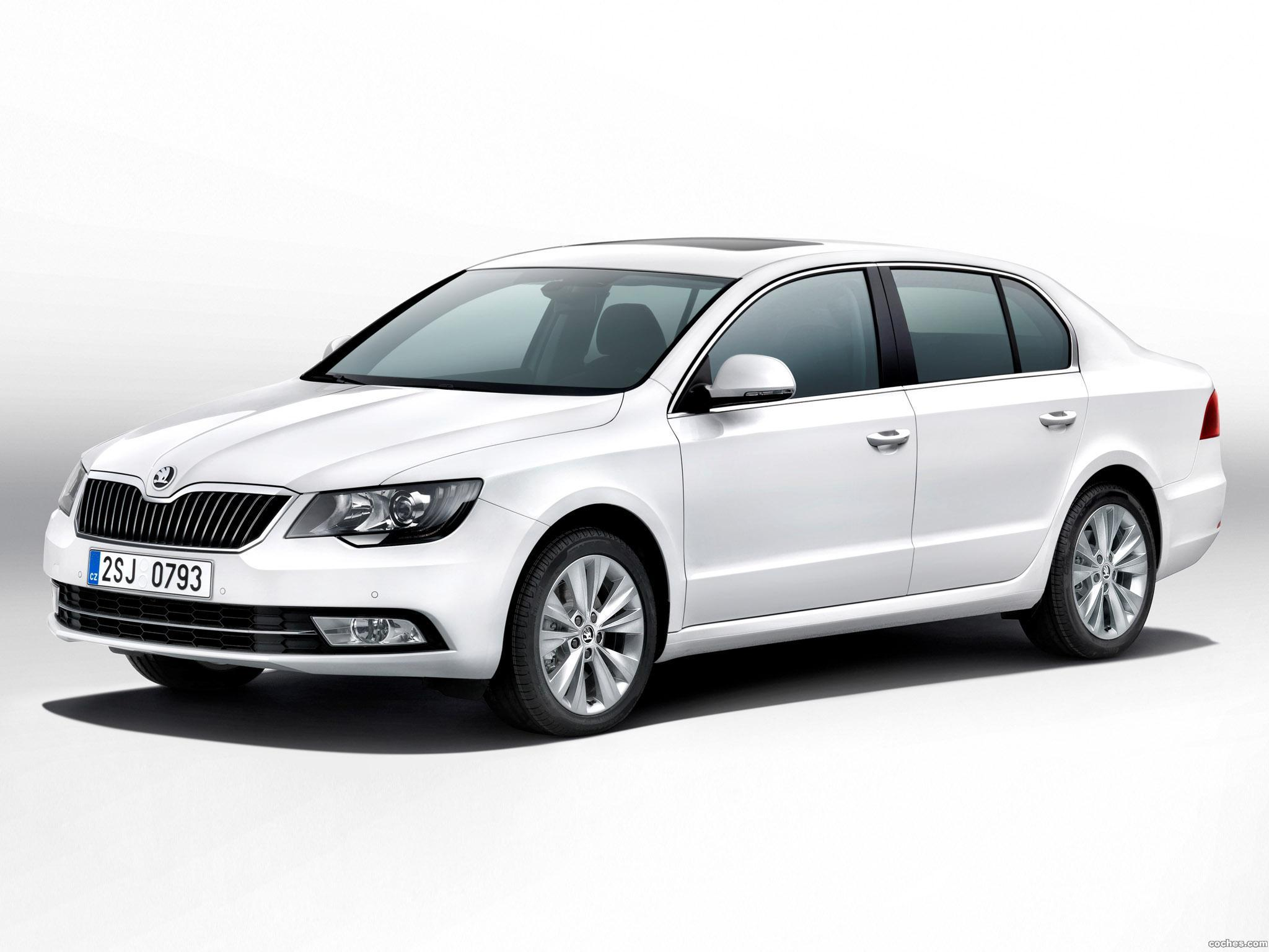 fotos de skoda superb 2013. Black Bedroom Furniture Sets. Home Design Ideas