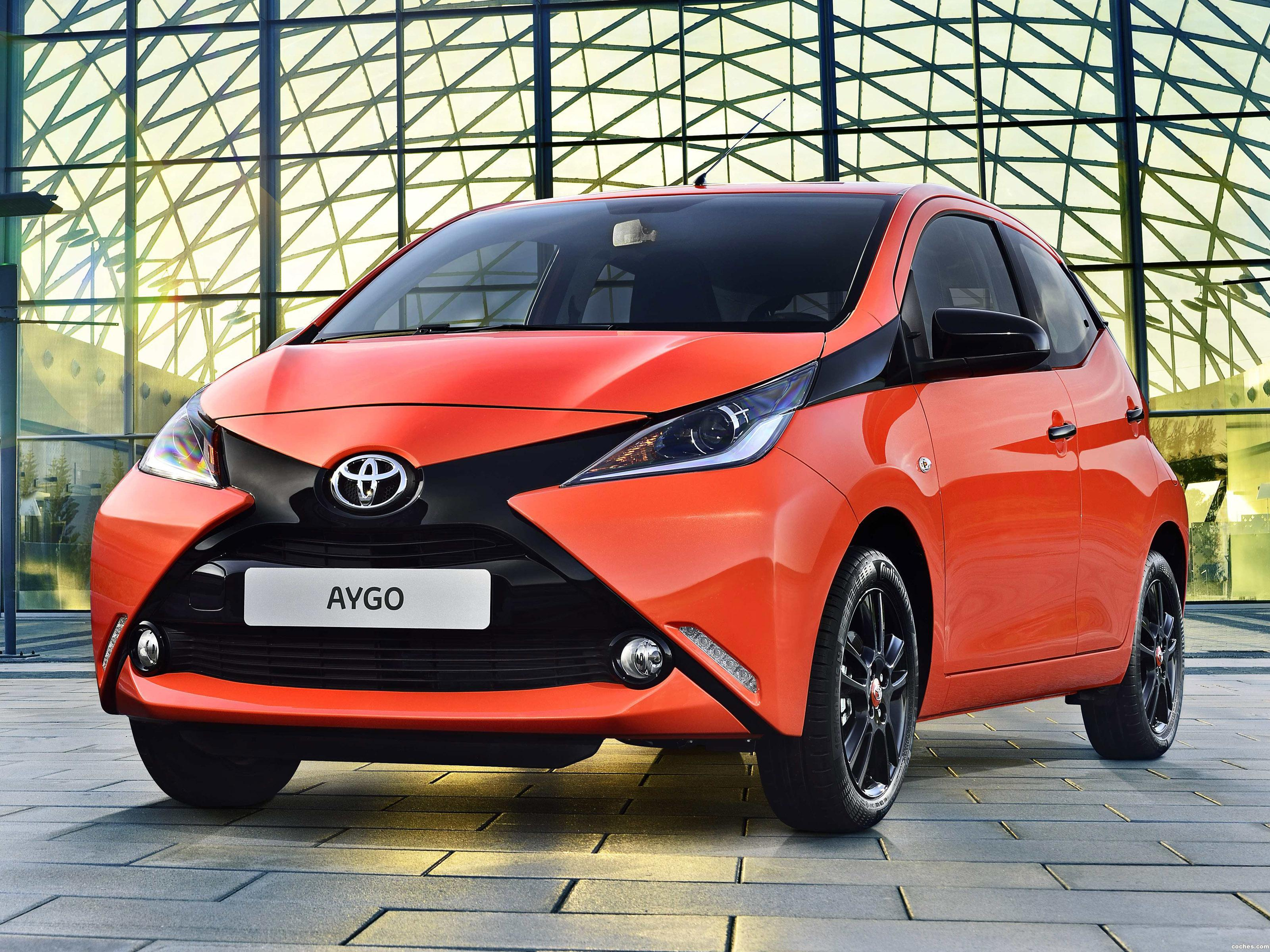 fotos de toyota aygo 5 puertas 2014. Black Bedroom Furniture Sets. Home Design Ideas