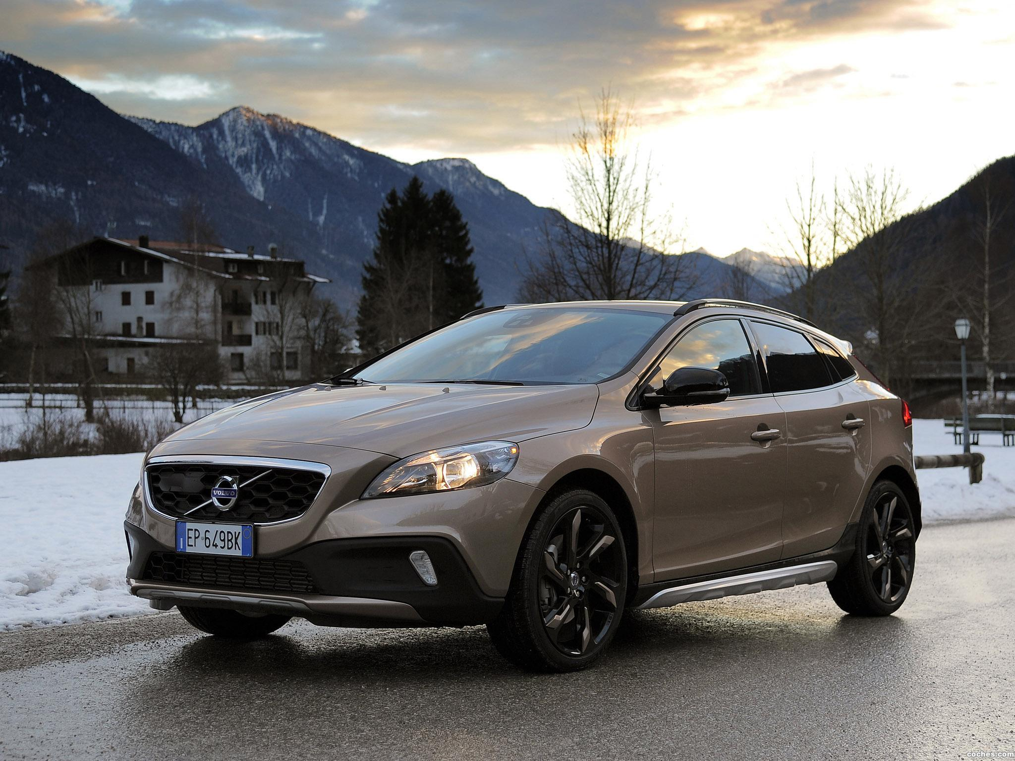 fotos de volvo v40 cross country d3 2012. Black Bedroom Furniture Sets. Home Design Ideas