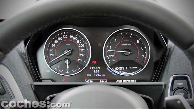 BMW_M235i_31