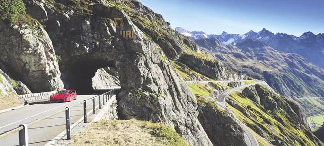 Ferrari F40 en Alpes