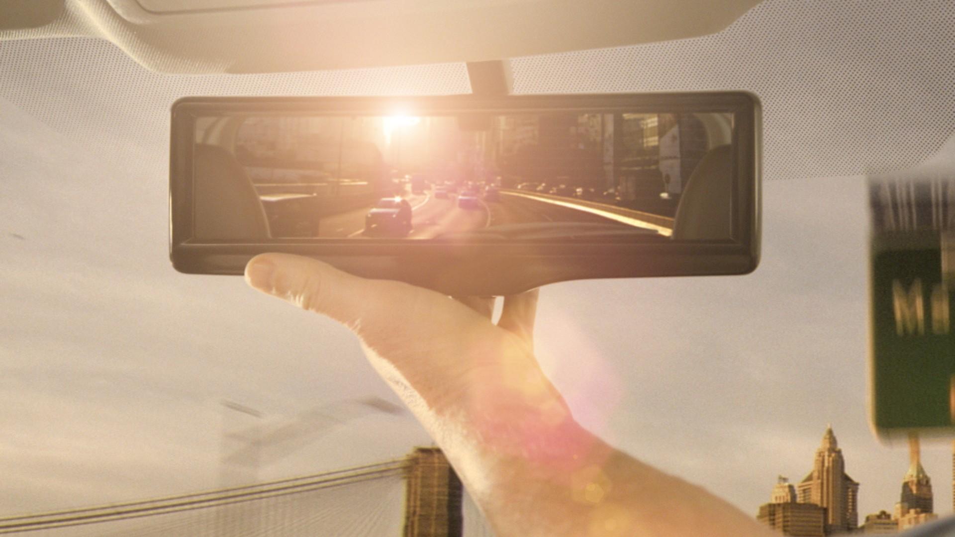 C mo funciona un retrovisor antideslumbramiento for Espejo retrovisor bebe con luz