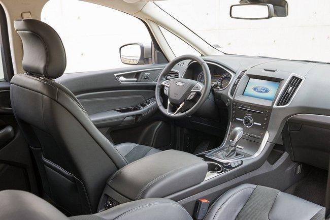 Ford S-Max 2015 interior 06