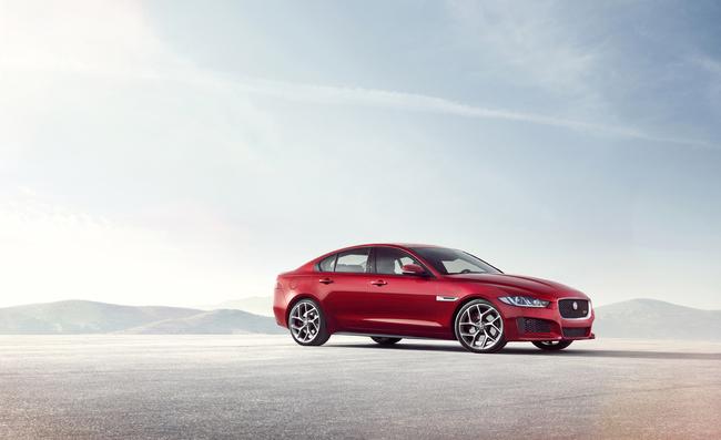 Jaguar XE 2015 01