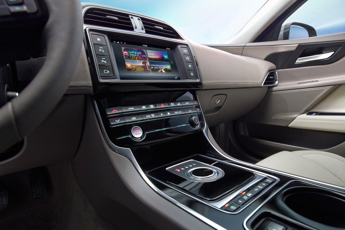 Nuevo Jaguar XE 2015, listo para entrar el la batalla del ...