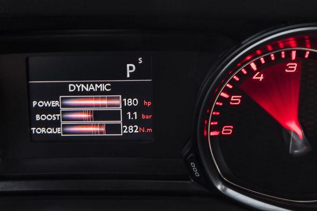 Peugeot 308 GT y Peugeot 308 SW GT interior 08