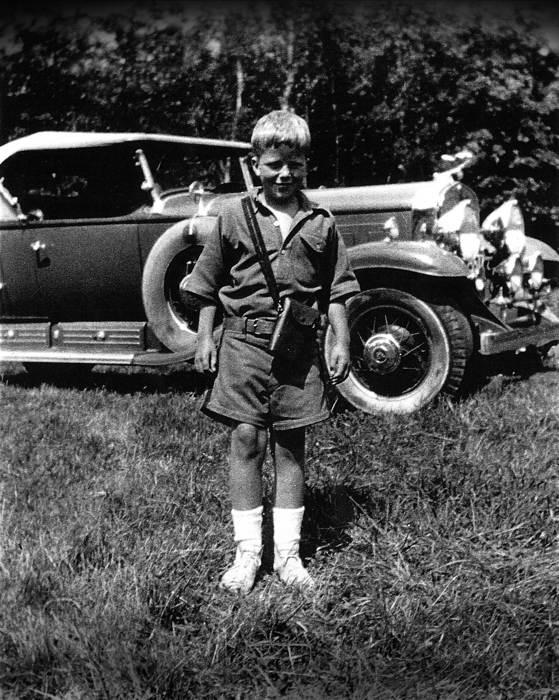 0 John Moir con 7 años con el Cadillac familiar de 1930