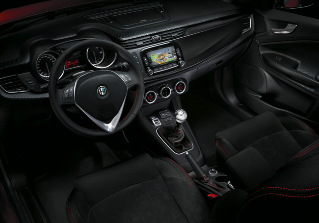 Alfa Romeo Giulietta Sprint 2014 interior 02