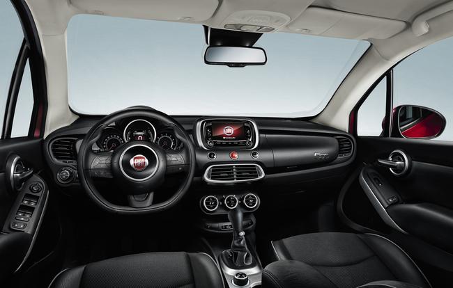Fiat 500X 2015 interior 02