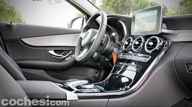 Mercedes_Benz_Clase_C_180_29