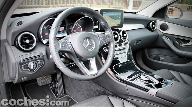 Mercedes_Benz_Clase_C_180_32
