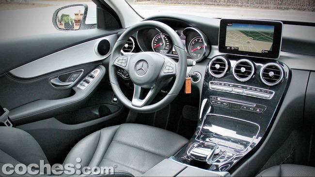 Mercedes_Benz_Clase_C_180_42