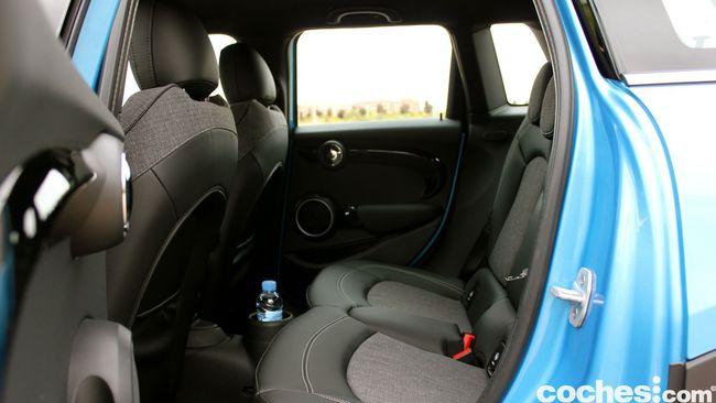 Prueba MINI 5 puertas Cooper SD interior 2