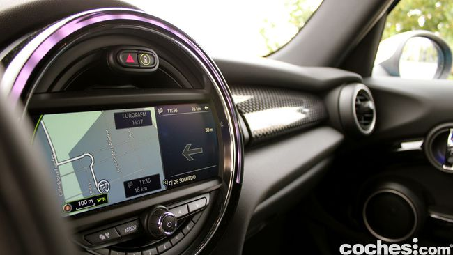 Prueba MINI 5 puertas Cooper SD interior 23