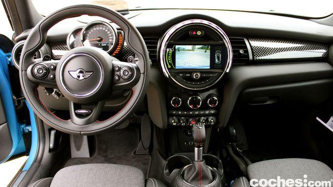 Prueba MINI 5 puertas Cooper SD interior 7