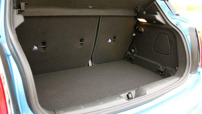 Prueba MINI 5 puertas Cooper SD - maletero 02