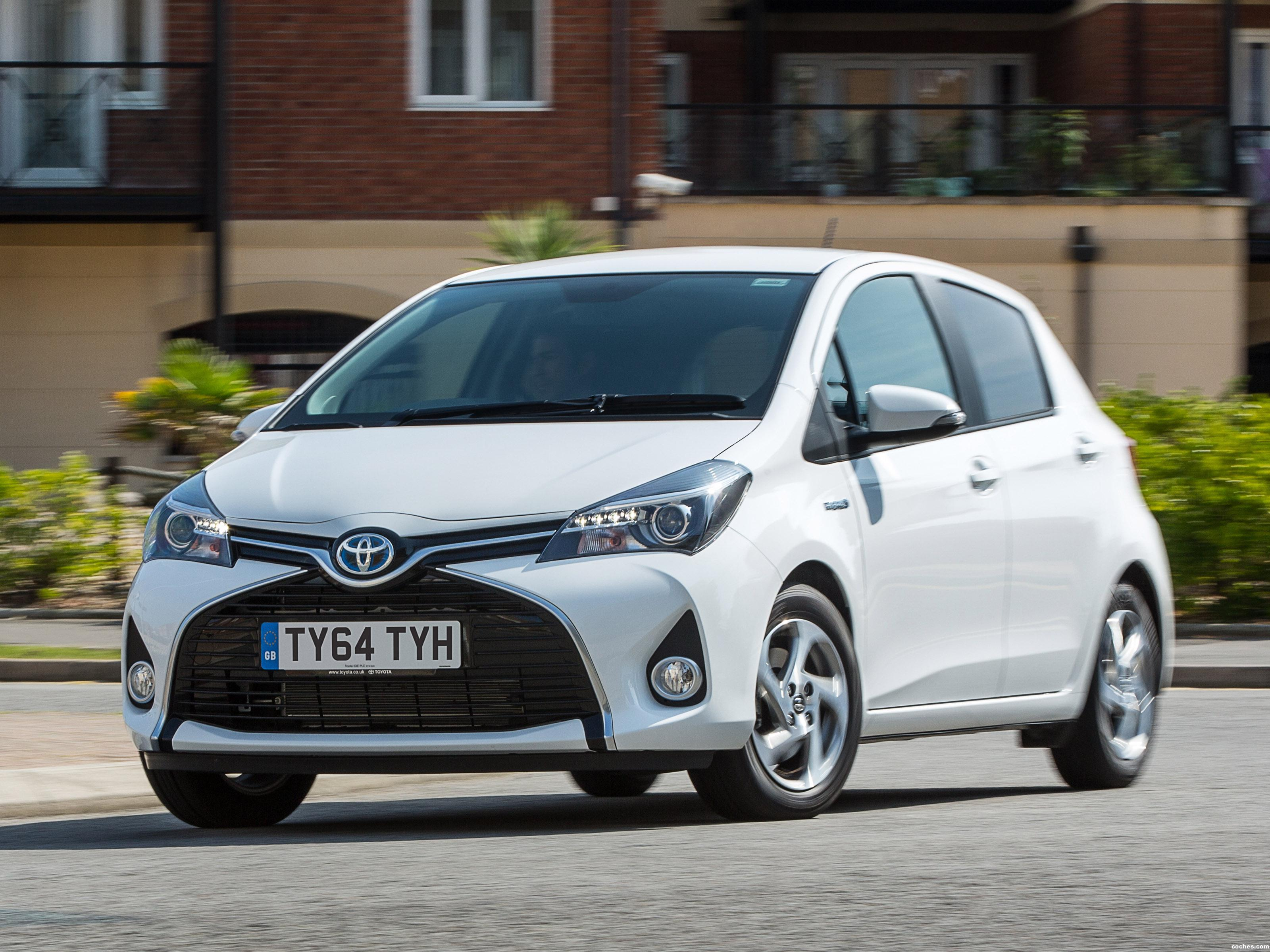 fotos de toyota yaris hybrid uk 2015. Black Bedroom Furniture Sets. Home Design Ideas