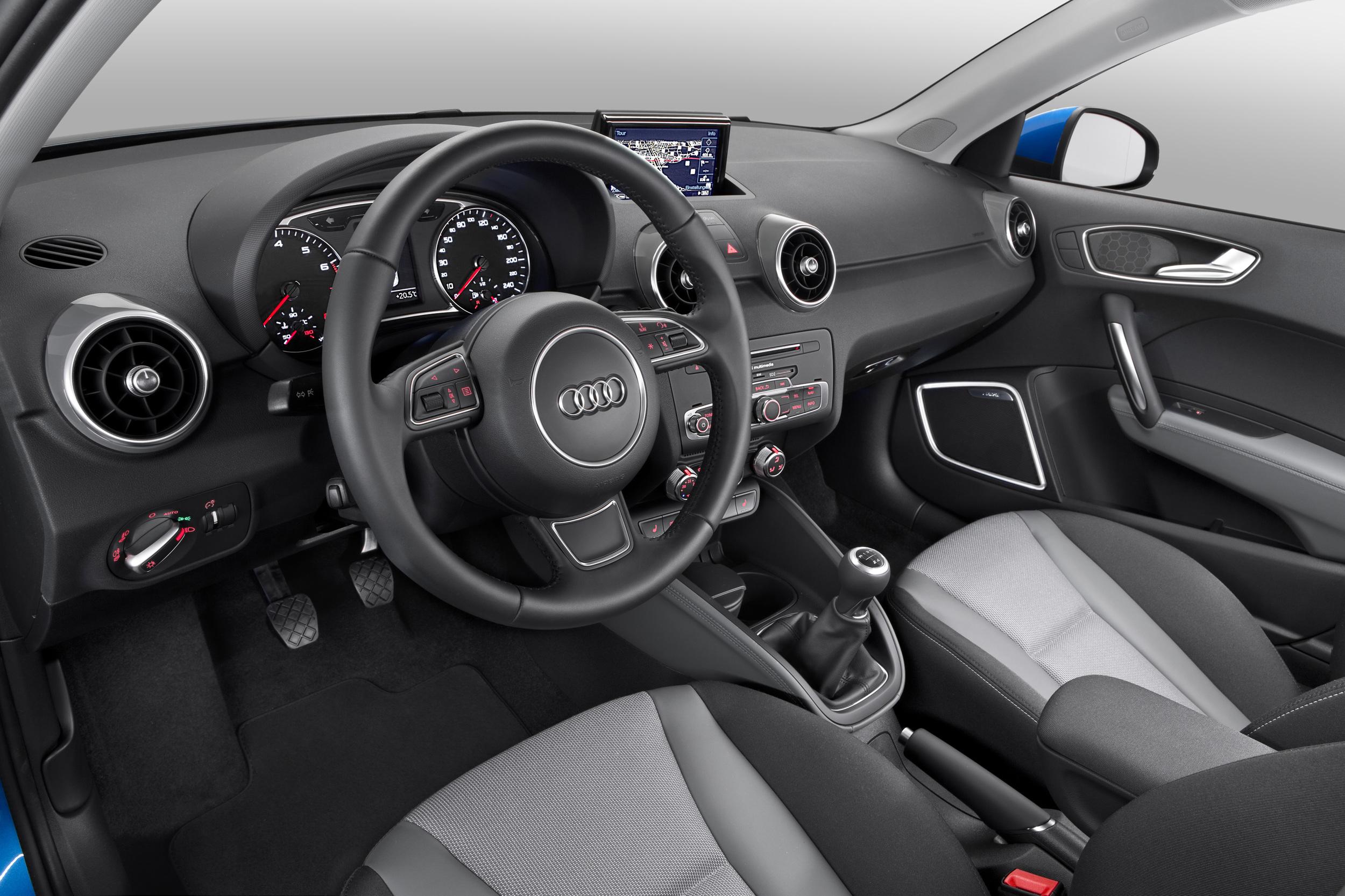 Audi a1 2015 nueva mirada y nuevos motores de tres cilindros for Interieur q3 s line