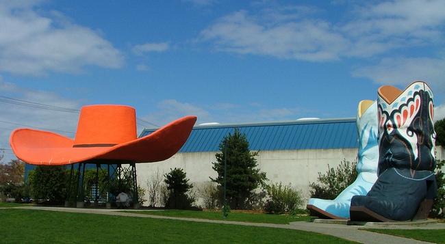 Hat 'n' Boots - Seattle, Washington -