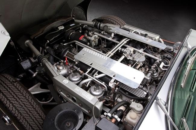 Jaguar E-Type V12 (1)