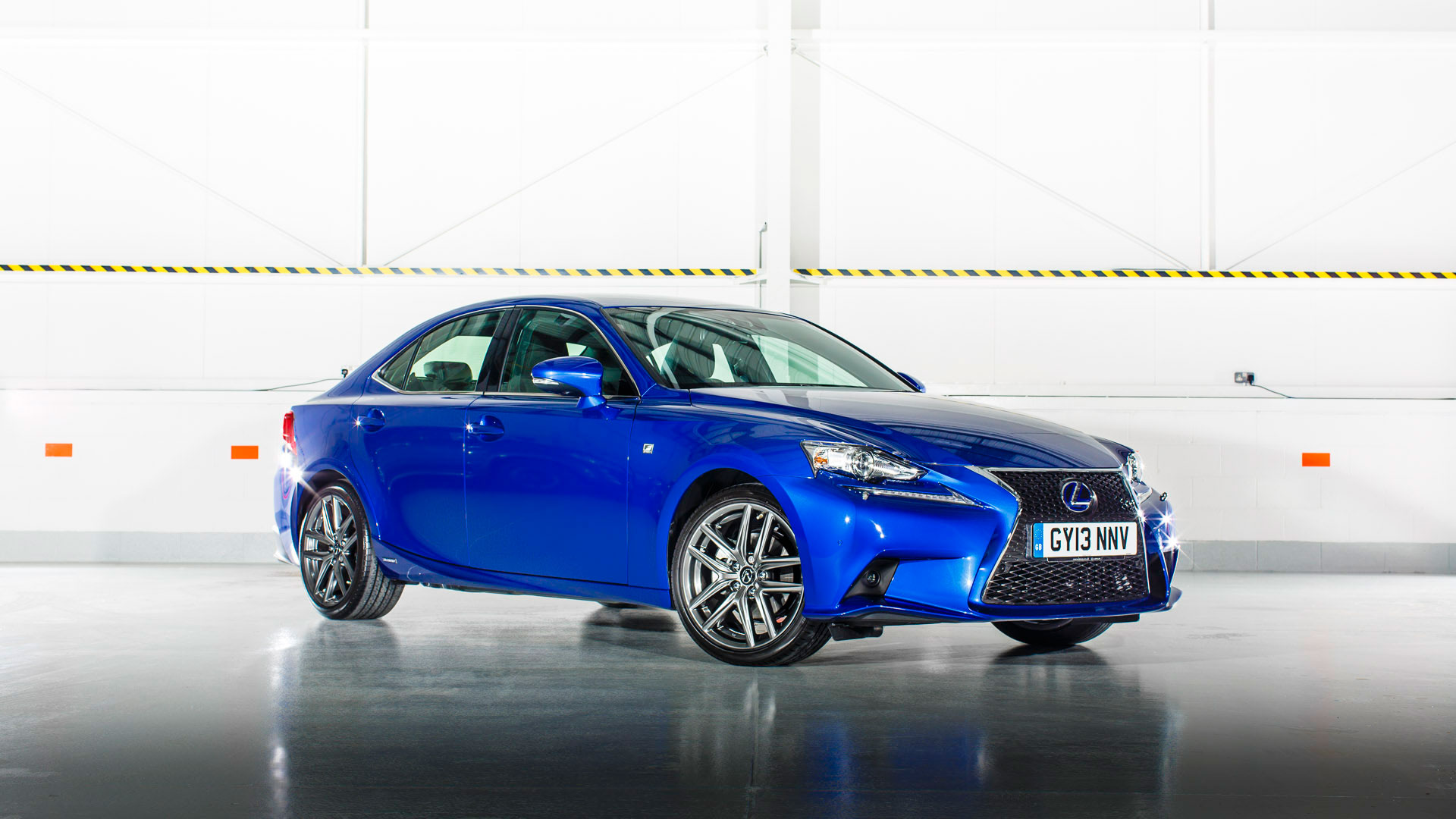 Lexus IS 300h 2015 01
