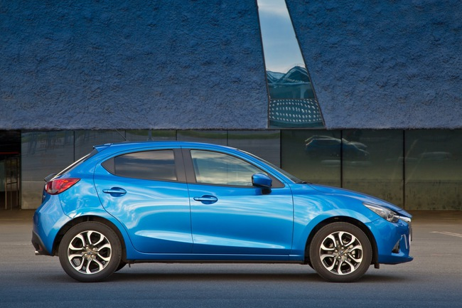 Mazda 2 2015 08